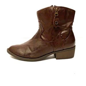 G by Guess Women's 8M Brown Leather Boots!